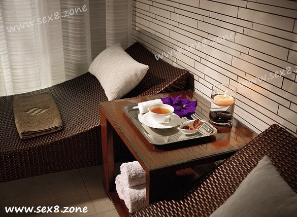 jumeirah-frankfurthotel-uses-honey-from-rooftop-beehives-for-spa-treatments-and-.jpg